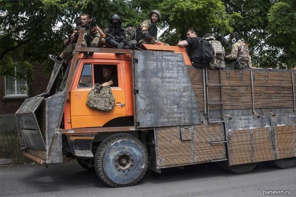 Обвешанный «бронёй» КАМАЗ, батальон «Азов»