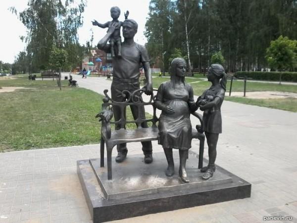 Россия, памятник традиционной семье