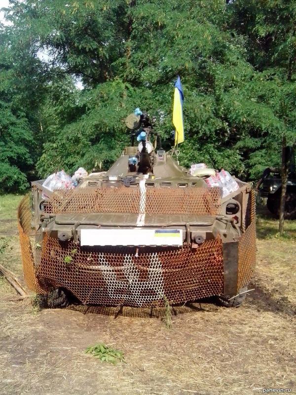 БРДМ обтянутый заборной сеткой