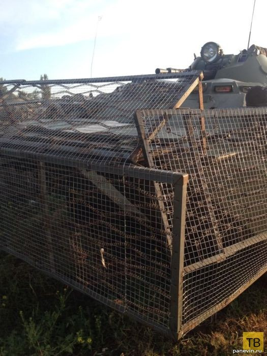 Украинский БТР с приваренными кроватями