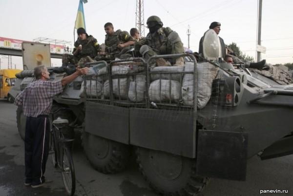 Украинский БТР с приваренными спинками кроватей