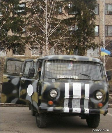 УАЗ «Буханка» с сеткой на лобовом стекле
