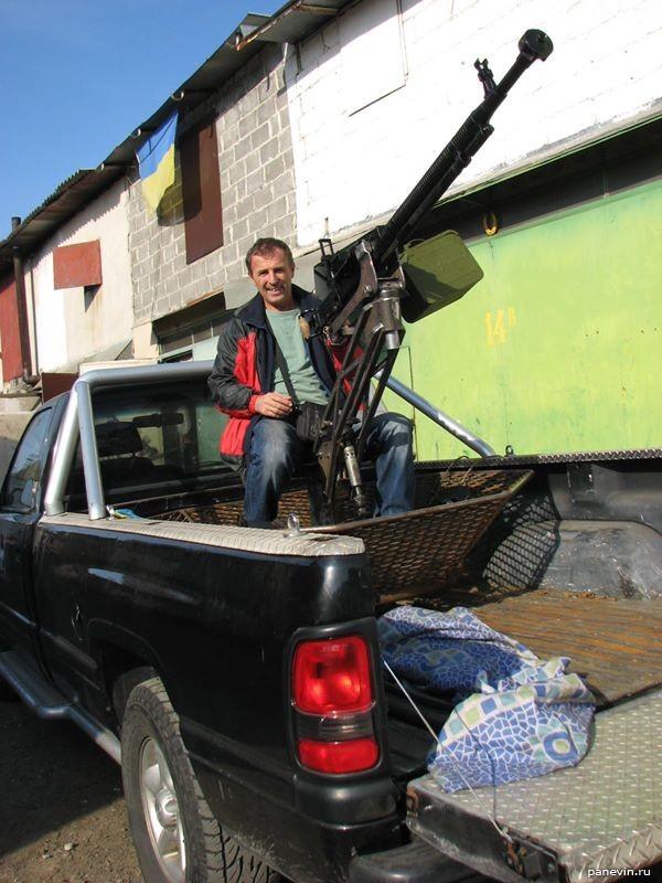 Внедорожник с пулемётом ДШК