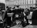 Народное гуляние в Вербную неделю на Марсовом поле близ Мраморного дворца. начало 1900-х