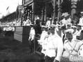 Офицеры на знаменитых красносельских скачках, описанных Толстым в «Анне Карениной». 1906 г