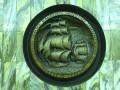 Медальон на станции метро «Приморская», открытие Антарктиды шлюпами «Восток» и «Мирный». Фото: Pavel Voronkov