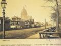 Балаган на Адмиралтейской площади, 1860-е годы. На фото хорошо видны газовые фонари