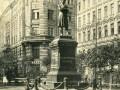 Памятник Пушкину на Пушкинской улице в Петербурге. Дата снимка не установлена.
