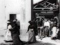 «Выход рабочих с фабрики», 1895 г.  Документальный короткометражный фильм; один из первых фильмов, снятых братьями Люмьер