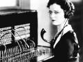 Телефонистка, фотография предположительно начала XX века