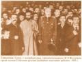 Священник Гапон с петербургским градоначальником И. А. Фуллоном среди членов Собрания руссих фабрично-заводских рабочих. 1905 год