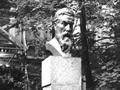 Памятник В.К. Рентгену. 1928. Скульптор В.А. Синайский