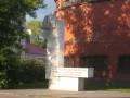 Памятный монумент в честь первого пионерского отряда, территория завода Красное Знамя