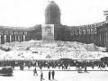 Казанский собор, украшенный портретами Сталина. 30-е годы