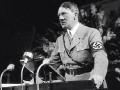 Гитлер на выступлении с трибуны