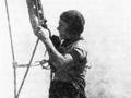 Альпинистрка Ольга Афанасьевна Фирсова на шпиле Адмиралтейства. Маскировочные работы, сентябрь 1941 года