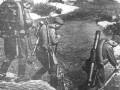Бойцы Красной Армии с миномётом меняют огневую позицию. Вторая мировая война