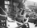 В разрушенной квартире после артобстрела. Фото Д. Трахтенберга. Блокадный Ленинград