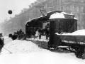 Погрузка сколотого льда на грузовой трамвай на проспекте 25 Октября, 11 марта 1942, автор съемки Коновалов Г