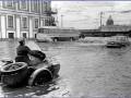 Съездовская линия Васильевского острова, наводнение 18 октября 1967 года. Фотограф В. И. Логинов. ЦГАКФФД СПб