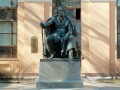 Памятник И. С. Тургеневу на Манежной площади.