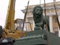 К Адмиралтейству после ремонта вернулся лев