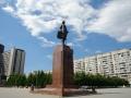 Памятник Петру I на площади у гостиницы «Прибалтийская»