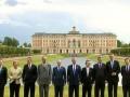 Главы правительств на саммите «Большой восьмёрки» на фоне Константиновского дворца в Стрельне