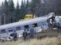 Милиция и спасатели возле вагонов поезда «Невский экспресс» после крушения, 2009 год. Фотография: gazeta.spb.ru (авторство не указано)