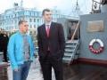 Нетрезвые олигархи ныряют в Неву с крейсера «Аврора»