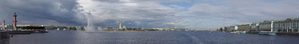 Панорамный вид на Неву с Дворцового моста.