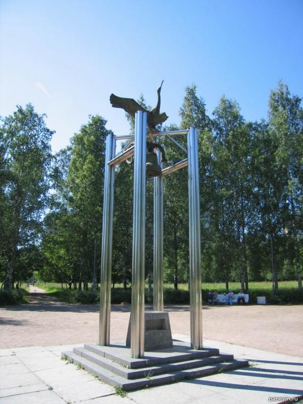 Памятник «Колокол Мира», Пискаревский проспект