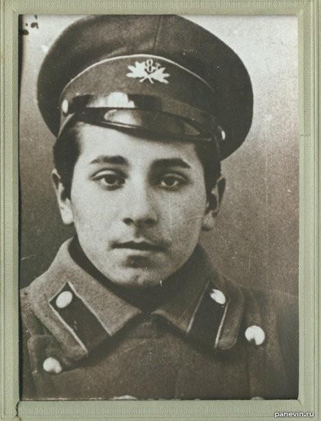 Михаил Михайлович Зощенко в студенческой форме