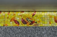 Синичка, спрятавшаяся в мозаике вестибюля станции метро «Бухаресткая», Санкт-Петербург