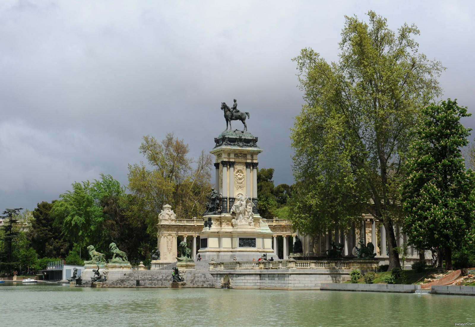испании фото памятников