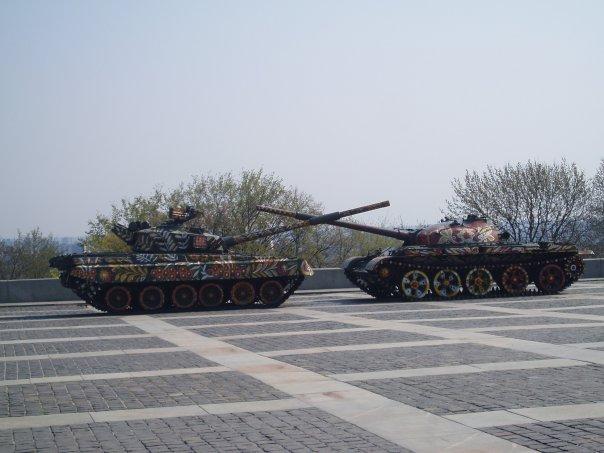 Танки возле киевского музея ВОВ